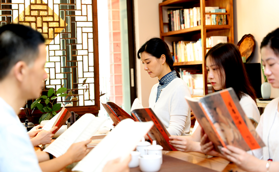 与同事一起读书学习_副本.png